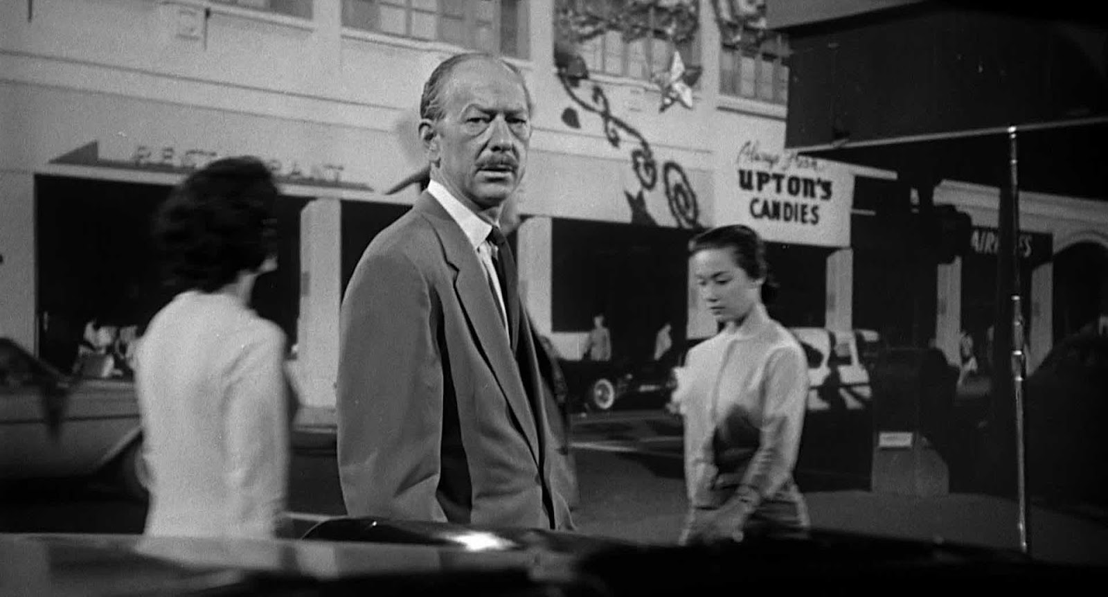 alfred hitchcocks specific audience reached by psycho If psycho had been intended as a serious picture, it would have been shown as a clinical case with there is a certain irony present in comparing essays and analyses of alfred hitchcock's 1960 film it's difficult to imagine the true impact of the film and its music on its original audience since its constant.